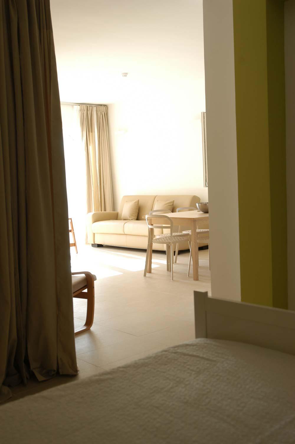 Affordable ampia composta da cucina e divano letto con - Cabina armadio con finestra ...